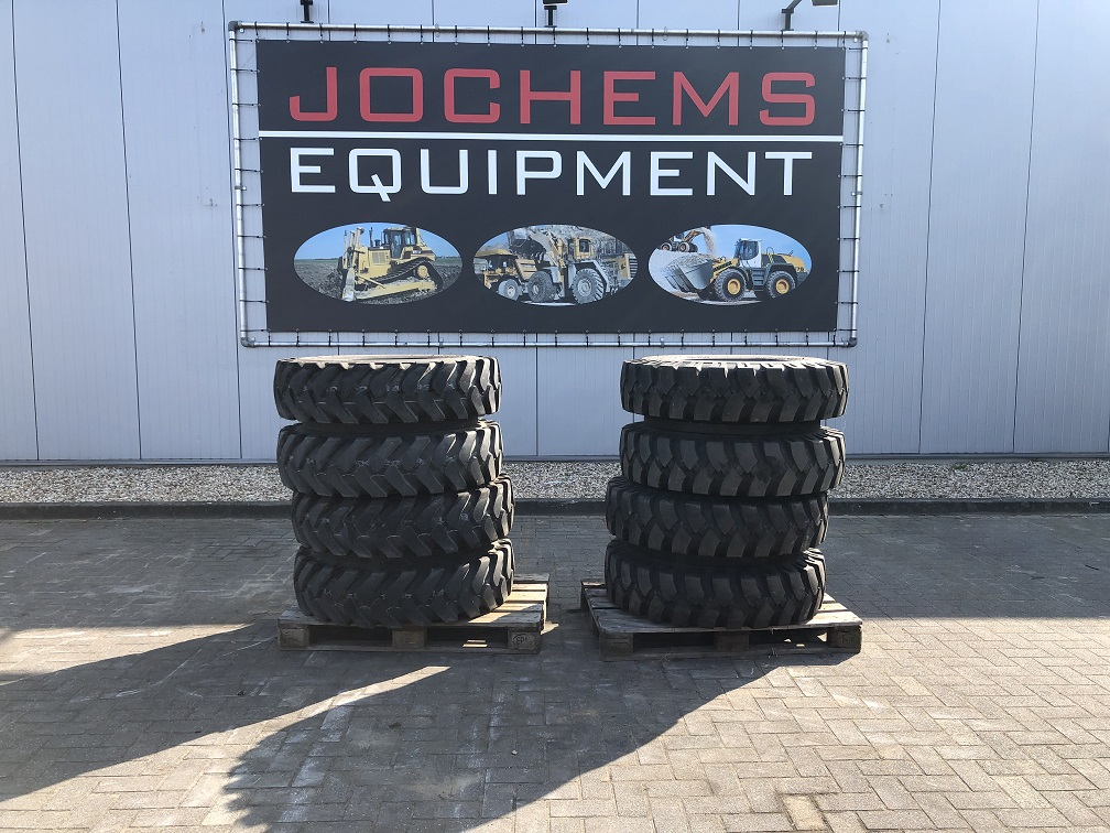 (24) Kumho Tires New