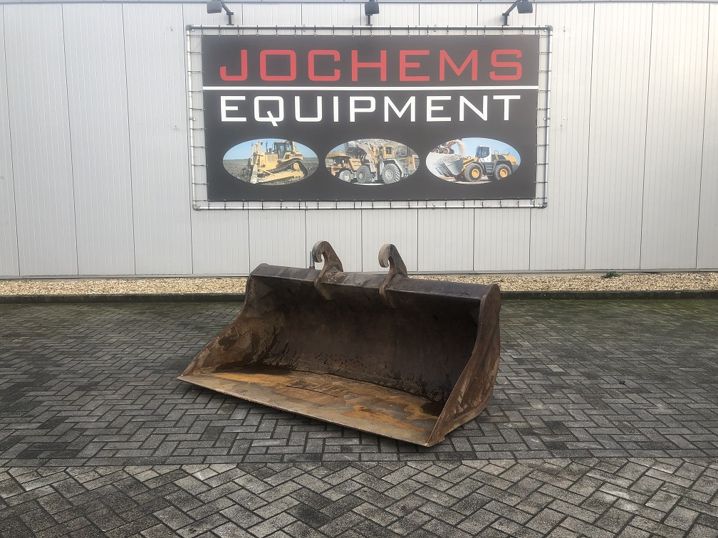 (98) Ditch-Cleaning Bucket CW30