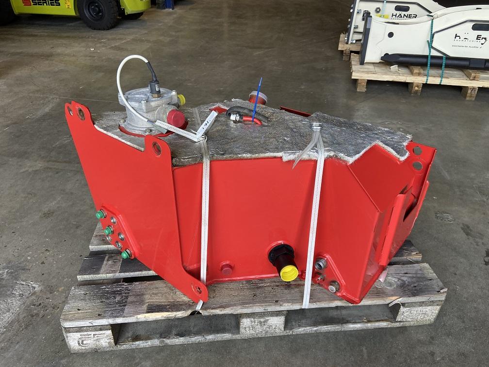 (171) Manitou MLT840 Hydraulic-tank